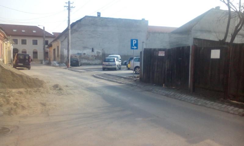acces parcare din spate la Sugalete